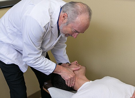 The Fairview chiropractor at Springwater Chiropractic at work